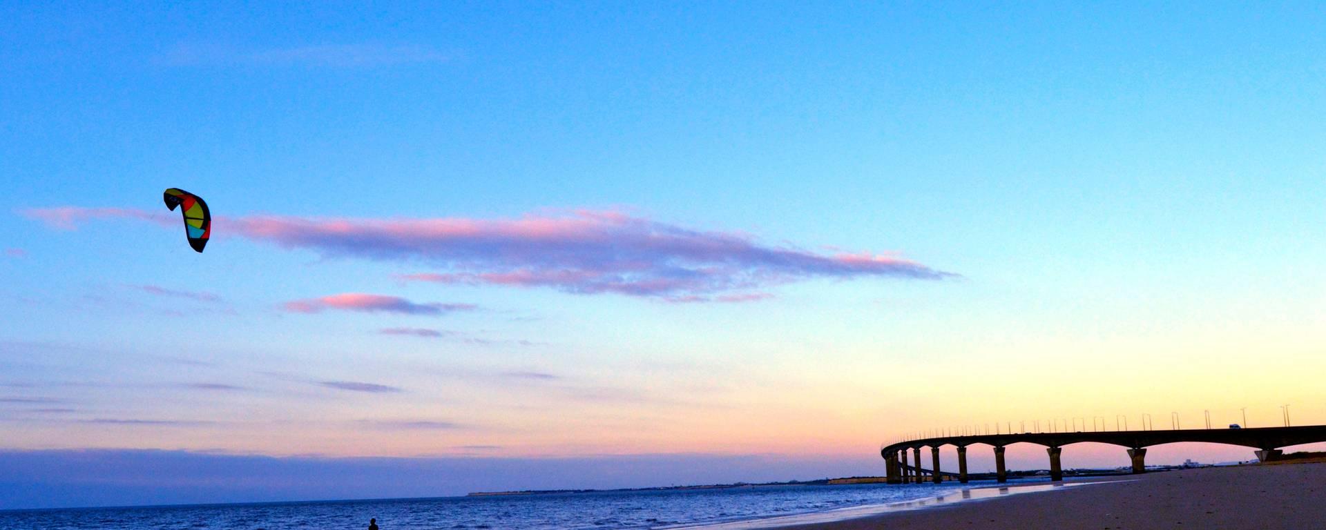 Rivedoux à Ile de Ré vue plage Nord et Pont par l'école de Kite de surf
